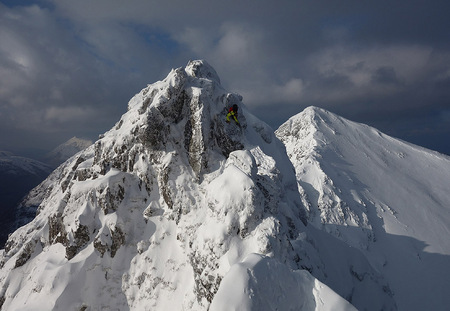 Andrew Marshall climbing past the pinnacles on the Aonach Eagach, 64 kb