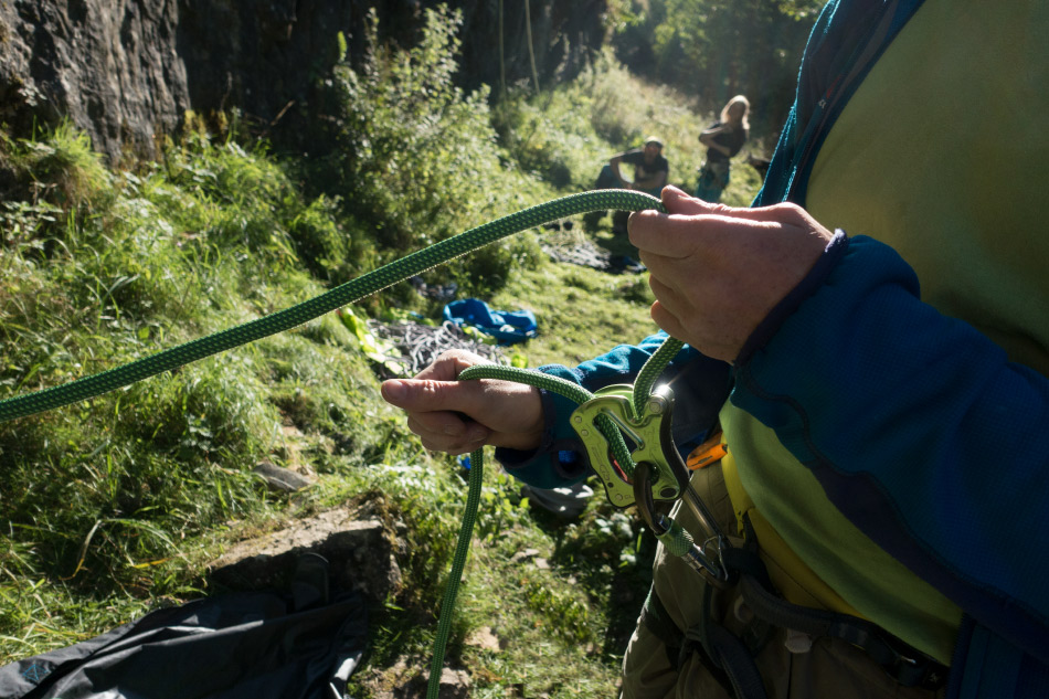Assisted belay device image, 218 kb