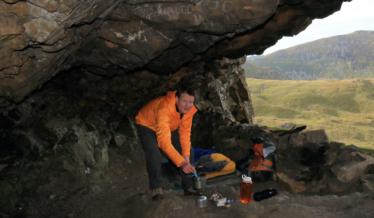 Making use of natural shelter to do without tent or tarp - takes forward planning, 175 kb