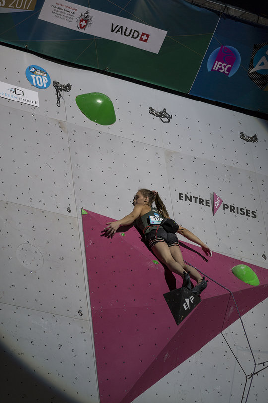 Janja Garnbret near the top on the final route at the Villars World Cup 2017, 89 kb