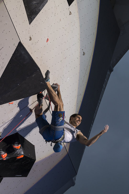 Marcello Bombardi working the crowd, final route Chamonix WC 2017, 89 kb