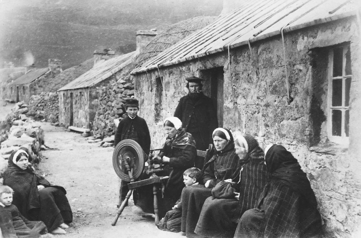 St Kilda Gillies family on Main Street, 1890s, 194 kb