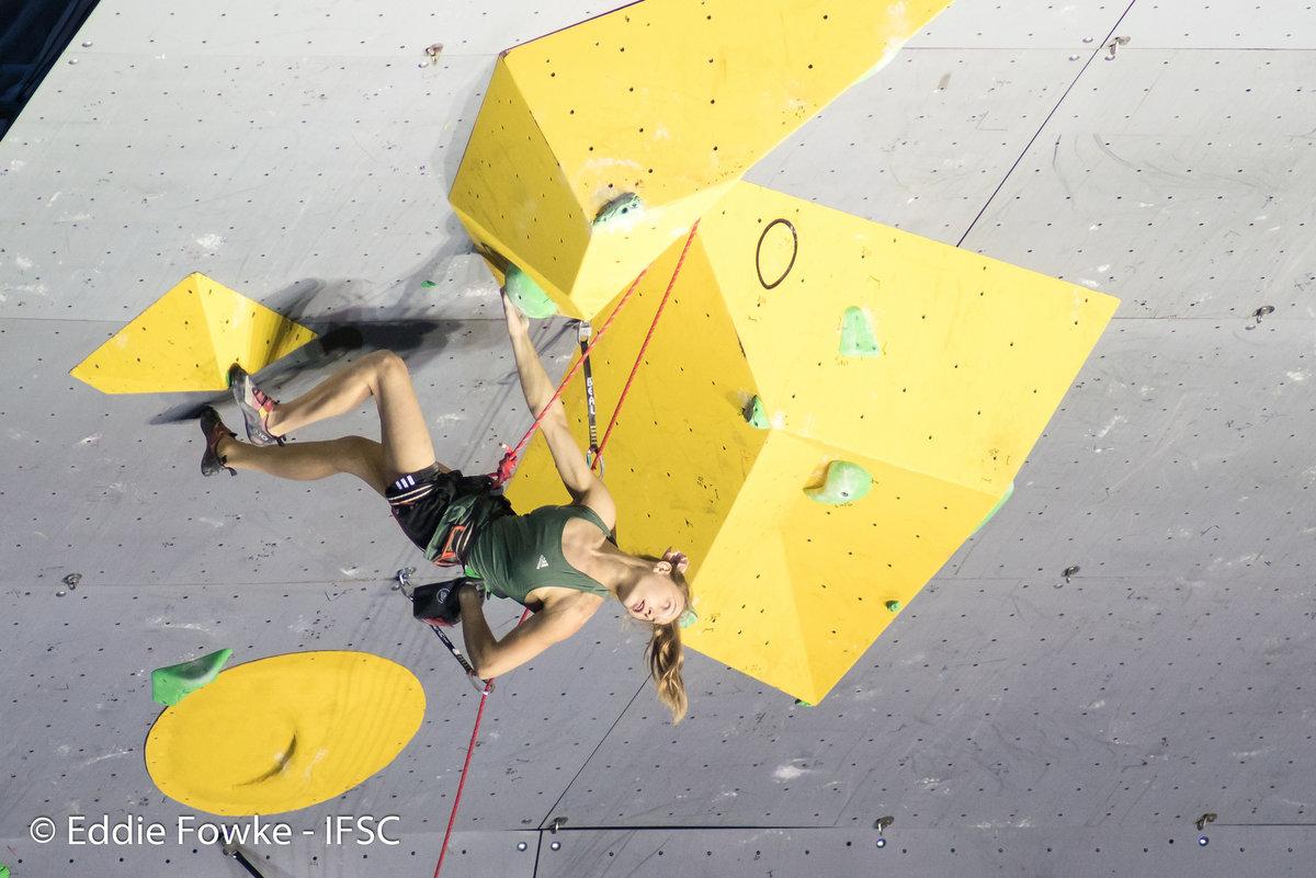 Janja Garnbret relaxes during the final climb, 164 kb