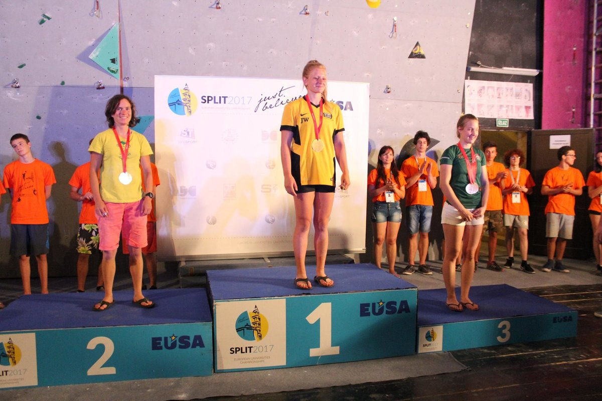 Jen and Ajda on the combined podium, 159 kb