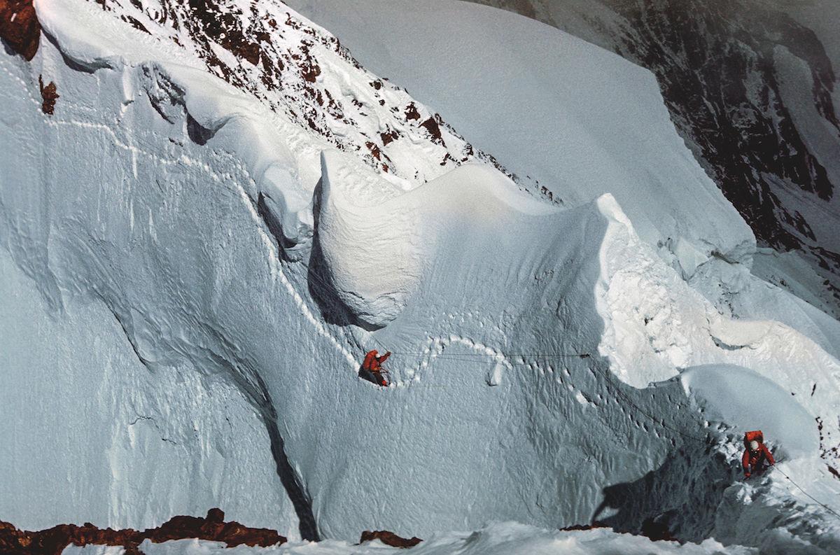 The East Ridge of K2 expedition, 1976. The broken cornice between the two climbers is where Voytek Kurtyka broke through., 216 kb