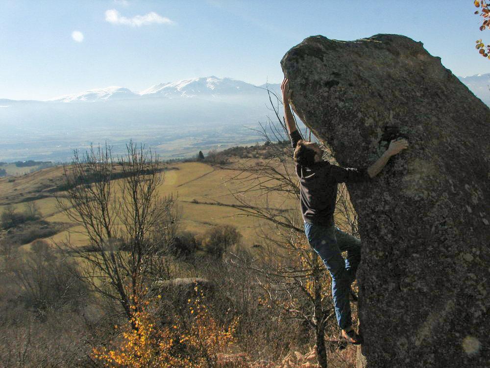 Pleasant winter bouldering in Targassonne, 171 kb