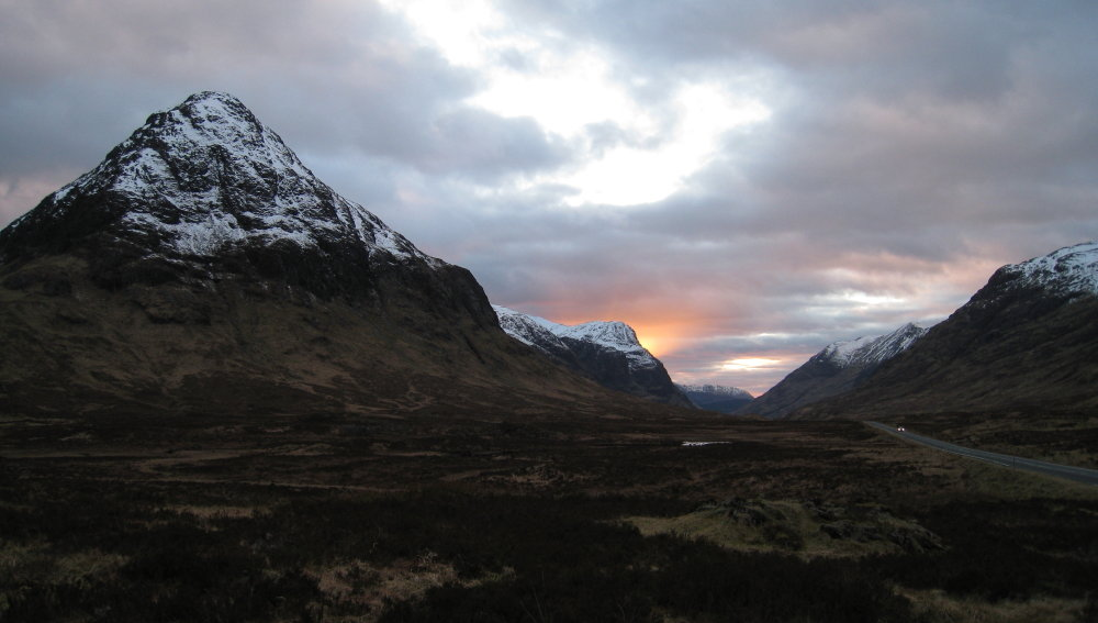 Glen Coe - could it do with a safe roadside trail? , 78 kb
