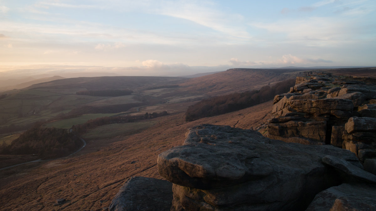 The sun setting over Stanage, 130 kb