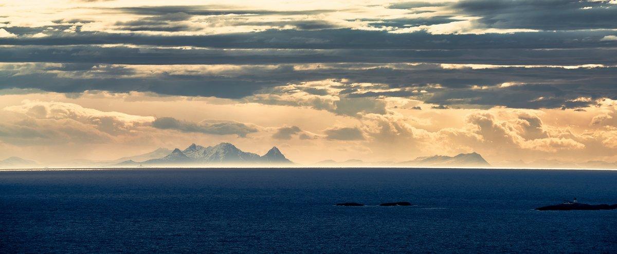 Evening light in the Lofoten Islands, 103 kb