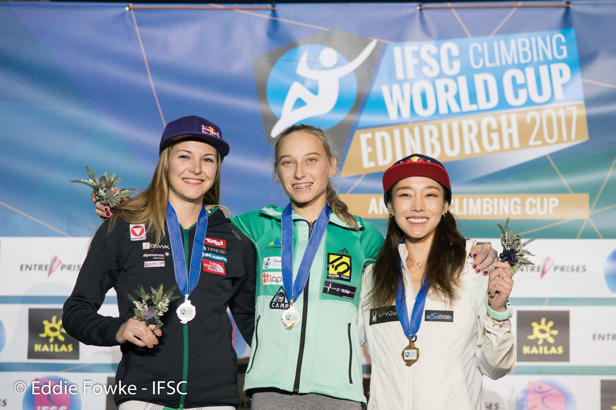 Women's podium: Pilz, Garnbret, Kim., 212 kb