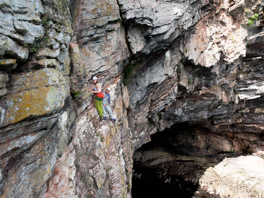 The belay at the end of the 's**t band' - The Great Cave yawns beneath., 220 kb