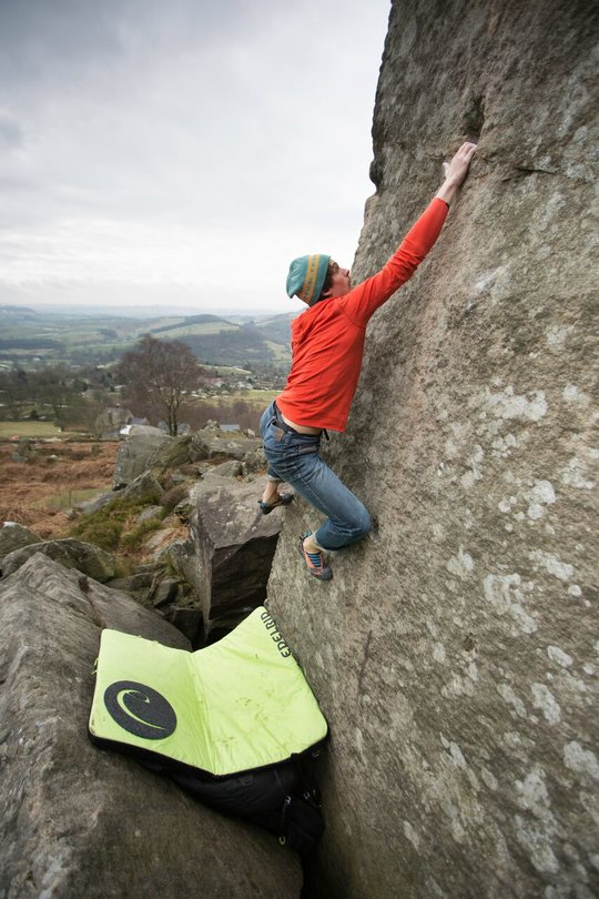 Bouldering at Curbar in the Montane Spider Hoodie, 99 kb